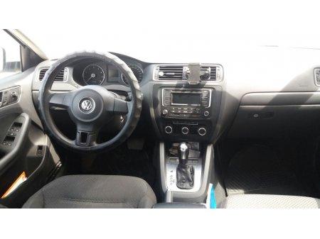 Volkswagen Jetta thumbnail 3