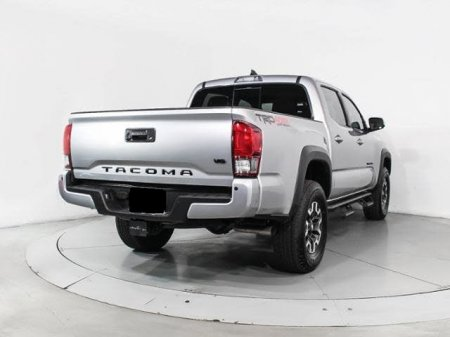 Toyota Tacoma thumbnail 2
